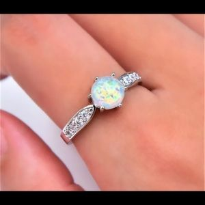Jewelry - Silver six claw round white opal ring